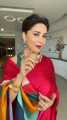 Bollywood Wedding, Bollywood Saree, Bollywood Fashion, Bollywood Memes, Beautiful Bollywood Actress, Beautiful Indian Actress, South Indian Bride Saree, Wedding Dance Video, Beautiful Women Videos