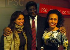 El expositor del seminario taller Técnicas para Manejarse Eficientemente con los Medios de Comunicación posa con la Secretaria de Ciudadanía y Diversidad Erika Torregrossa y la productora colombiana Ruby Ríos.