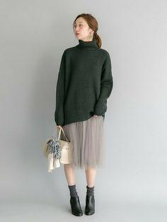 そろそろ寒い冬がやってきてファッションも冬仕様になってきますね。足を出すスカートは寒くてなかなか手を出しづらい…だけどスカートが着たい!そんな方に、防寒しながらスカートを着こなすコツをご紹介します♡