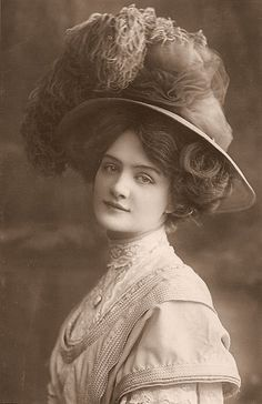 Edwardian stage actress Lily Elsie sporting a menswear look ages before it was (widely) in vogue.