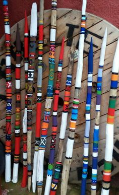 Sticks von Cova | Holzbear Dekoration Painted Driftwood, Driftwood Crafts, Wood Sticks, Painted Sticks, Craft Sticks, Spirit Sticks, Walking Sticks And Canes, Walking Canes, Garden Totems