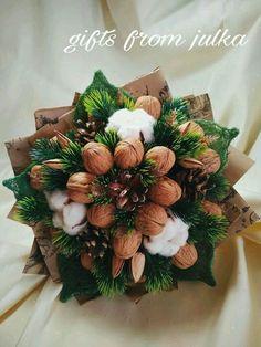 Christmas Flowers, Christmas Time, Christmas Wreaths, Christmas Crafts, Handmade Christmas Decorations, Flower Decorations, Holiday Decor, Beautiful Flower Arrangements, Floral Arrangements