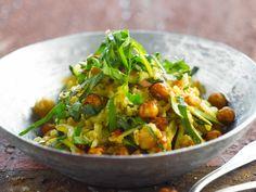 Servies au moment de l'entrée, ou bien en plat unique, nos salades vont vous faire aimer l'hiver. 50 recettes faciles, gourmandes et vitaminées pour se...