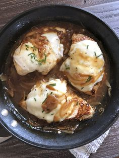 Low Carb, Keto, and WW Friendly French Onion Chicken is made in one skillet. If you love french onion soup you are going to love this chicken! Best Chicken Recipes, Ww Recipes, Cooking Recipes, Healthy Recipes, Healthy Dinners, Turkey Recipes, Healthy Food, Healthy Eating, Chicken