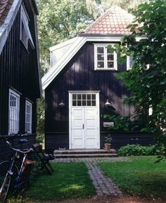 i always said black house with white trim would be awesome, guess i was right once again!