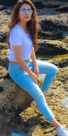 Hey guys My name is Zareen.now i am in karachi. I am a very friendly and always within a sweet smile on my face. if you want spend good time with me in Lahore. Stylish Photo Pose, Stylish Girls Photos, Stylish Girl Pic, Portrait Photography Poses, Couple Photography Poses, Girl Photography Poses, Best Photo Poses, Girl Photo Poses, Girl Photos