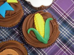 Cupcake Junino decorado com um milho - My Lovely Cake