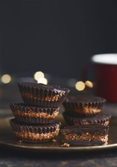 Parce que je ne peux plus m'en passer, voici une recette dans laquelle j'utilise les pastilles de chocolat noir de la nouvelle gamme de produits à cuisiner « La cuisine à croquer » de Chocolats Favoris (j'en mange à la poignée le soir avant de me coucher).