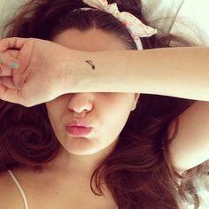 Wrist tattoo of a music note on Angi Alzar.