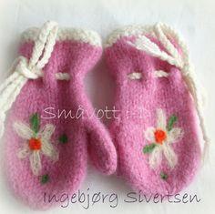Nora, str 2 år Fra Småvott :-D Nye, Mittens, Baby Shoes, Slippers, Kids, Clothes, January, Fingerless Mitts, Children