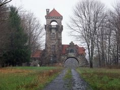 Who can drive through New Paltz without taking another shot of the gatehouse at the Mohonk Preserve Beautiful Castles, Beautiful Dream, Beautiful Places, Unusual Buildings, Amazing Buildings, Tudor House, Gothic House, Architecture Plan, Beautiful Architecture