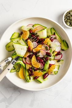 This raw zucchini rainbow salad with tangerines, radish, and kidney beans is ready in just 5 minutes, and it makes a simple yet nutritious meal. rainbow salad recipe,raw zucchini salad,salad with courgette,shaved courgette salad,zucchini ribbon salad,tangerine salad #vegan #govegan #dairyfree #glutenfree #recipe #cooking #food Zucchini Ribbon Salad, Raw Zucchini Salad, Salad Recipes Raw, Healthy Recipes, Zuccini Salad, High Fibre, Rainbow Salad, Dairy Free Eggs, High Fiber Foods