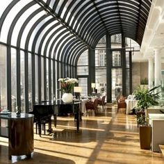 A London Tourist Guide. You Don't Need A Travel Agent To Pick A Great London Hotel. A great hotel turns your vacation into a fantasy. Terrace Grill, Terrace Restaurant, London Tourist Guide, Hotel Safe, London View, London Hotels, London Restaurants, World Pictures, Great Hotel
