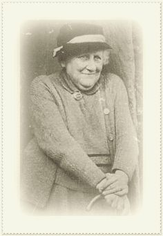 Helen Beatrix Potter an English author, illustrator, natural scientist and conservationist best known for her imaginative children's books featuring animals such as those in The Tale of Peter Rabbit which celebrated the British landscape and country life. Jack Kerouac, Jon Stewart, Robin Williams, Beatrix Potter Illustrations, Beatrice Potter, Robert Downey Jr., Peter Rabbit And Friends, Portraits, Marjolein Bastin