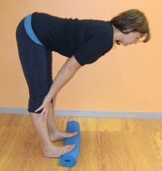 A different approach to strengthening the pelvic floor & aligning/strengthening the butt leg knee & foot - very interesting & surprisingly challenging to do! Senior Fitness, Yoga Fitness, Fitness Tips, Fitness Motivation, Fitness Memes, Funny Fitness, Fitness Gear, Pelvic Floor Exercises, Knee Exercises