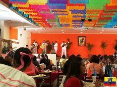 decoracion interior restaurantes coloridos - Buscar con Google