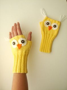 Owl Hand Knit / Fingerless Gloves in Yellow / Boys And Girls / Winter Fashion - Knitting 2019 - 2020 Fingerless Gloves Crochet Pattern, Crochet Mittens, Fingerless Mittens, Crochet Slippers, Knitted Gloves, Knit Crochet, Crochet Hats, Crochet Wrist Warmers, Hand Warmers