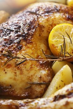 Healthy grilling recipe - Spice up your barbacue with this grilled chicken recipe [low calorie alternative] Healthy Grilling Recipes, Cooking Recipes, Healthy Meals, Healthy Food, Lemon Garlic Chicken, Roasted Chicken, Grilled Chicken, Sage Chicken, Butter Chicken