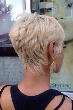 Neueste Pixie Frisuren für Frauen , Pixie-Schnitte sind einfach zu stylen und s… Latest Pixie hairstyles for women, Pixie cuts are easy to style and look stylish and modern. That's why we have put together the latest pixie hairstyles for women … Shag Hairstyles, Cute Hairstyles For Short Hair, Short Hair Cuts For Women, Pixie Haircuts, Short Cuts, Wedding Hairstyles, Hairdos, Trendy Hairstyles, Punk Pixie Haircut