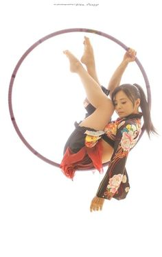 To Draw People - The Female Body Kimono Lyra beautiful artful pose. Action Pose Reference, Human Poses Reference, Pose Reference Photo, Female Reference, Figure Drawing Reference, Action Poses, Anatomy Reference, Poses Dynamiques, Cool Poses