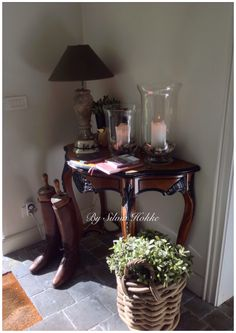 B&B ,t Wit huys Brugge....... Interior Styling, Interior Design, English Style, Horse Farms, Equestrian Style, B & B, Country Chic, Entryway Tables, Shabby
