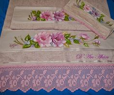 D'Arc Aleixo Artesanato Dress Painting, Tole Painting, Fabric Painting, Arte Floral, Bobbin Lace, Cutwork, Hand Towels, Machine Embroidery, Diy And Crafts