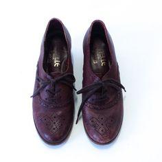 vintage 70s oxblood lace up brogues / kitten heel oxfords