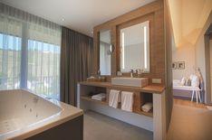 Unsere Privat Mosel-Spa #Suite mit #Whirlwanne,  eigener #Sauna, #Regendusche, #Kuschelecke, riesigem #Kleiderschrank und natürlich einem wunderschönen #Balkon mit Ausblick auf die #Weinberge und #Marienburg. Sauna, Bathtub, Bathroom, Wine Vineyards, Luxury Villa, Armoire, Balcony, Nice Asses, Standing Bath