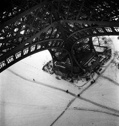 Paris 1945   © Robert Doisneau