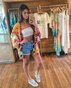 🌸 o Kimono que todas aguardamos! Kimono tucano chita Ref. Short Outfits, Casual Outfits, Cute Outfits, Fashion Outfits, Fashion Top, Jeans Fashion, Asian Fashion, Street Fashion, Summer Vacation Outfits