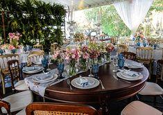 O casamento de Flávia e Kylecombinou o clima bucólico do campo com elementos de perfume vintage.O local escolhido foi a fazendada família da noiva em Ca