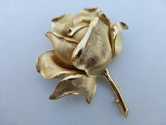 Crown Trifari Golden Rose Brooch dimensional AI38 by MeyankeeGliterz on Etsy