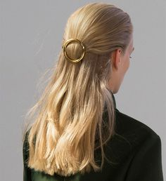 Gold Circle Barrettes at Celine Spring 2015 Summer Wedding Hairstyles, Party Hairstyles, Messy Hairstyles, Celine, Hair Inspo, Hair Inspiration, How To Draw Hair, Hair Day, Fashion Week