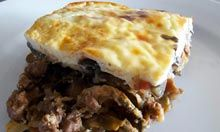 The perfect moussaka recipe. Hugh Fearnley Whittingstall, Moussaka Recipe, Cocktails For Parties, Poached Pears, Quorn, Greek Dishes, British Baking, Supper Recipes, Middle Eastern Recipes