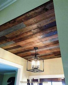 Kitchen diy videos pallet living rooms ideas for 4 easy ways to transform a basic table pallet ceiling, pallet walls, pallet furniture Pallet Ceiling, Pallet Walls, Pallet Furniture, Diy Pallet Wall, Pallet Bench, Pallet House, Outdoor Pallet, Pallet Crafts, Scrap Wood Projects