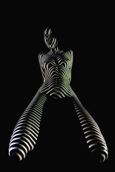 Patrones de luz proyectada sobre cuerpos de mujeres desnudas - FRACTAL estudio + arquitectura