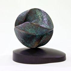 Jens Ingvard Hansen laver mange forskellige skulpturer med en rød tråd hele vejen igennem. klik ind på siden og se hvad han kan tilbyde.