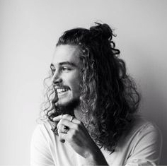 A list of curly hairstyles for men which inlcudes how to style curly hair men, curly hairstyles for black men, haircuts for men with wavy hair, and more. Trendy Mens Hairstyles, Bun Hairstyles For Long Hair, Undercut Hairstyles, Haircuts For Men, Style Hairstyle, Boy Hairstyles, Long Curly Hair, Curly Hair Styles, Natural Hair Styles