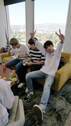 - 𖤐 txt memes - introducción - Wattpad Bts Pictures, Photos, The Dream, Bts Boys, Kpop Groups, K Idols, Bts Wallpaper, Bts Memes, Shinee