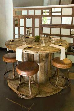 59 Home Decor Table To Rock This Year - Home Decoration - Interior Design Ideas Diy Bar, Rustic Farmhouse Decor, Rustic Decor, Decoration Restaurant, Restaurant Bar, Spool Tables, Wood Spool, Interior Decorating, Interior Design