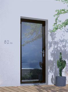 Une porte d'entrée moderne et contemporaine, grand vitrage, en aluminium. Modèle Mavoko Door Design, French Doors, Storage Places, Hidden House, Aluminium French Doors, Front Door, Bars For Home, Sweet Home, Doors