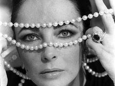 Liz Taylor, pearls