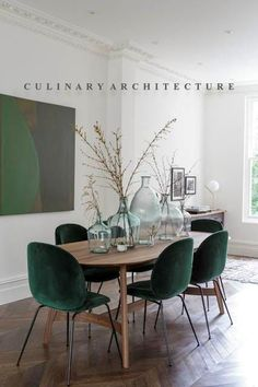 Get inspired by these dining room decor ideas! From dining room furniture ideas, dining room lighting inspirations and the best dining room decor inspirations, you'll find everything here! Green Dining Room, Luxury Dining Room, Dining Room Design, Living Room Chairs, Living Room Interior, Dining Room Table, Living Room Decor, Dining Chairs, Dining Rooms