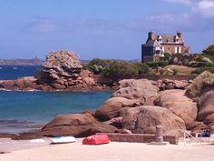 Tregastel / Vous voyez la maison à droite. Et bien c'est mon rêve en avoir une . ^^