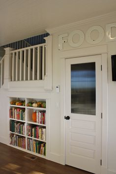 Love the wavy glass in this pantry door.