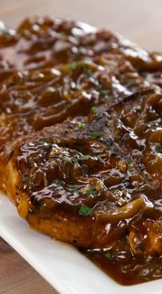 What's the easiest way to make pork chops so tender you won't need a knife? In the slow cooker, smothered with homemade caramelized onion & apple cider gravy. Asian Pork Chops, Pork Loin Chops, Crock Pot Pork Chops, Crockpot Meals Pork Chops, Slow Cook Pork Chops, Crockpot Dishes, Crock Pot Slow Cooker, Pork Dishes, Lamb Chops Slow Cooker