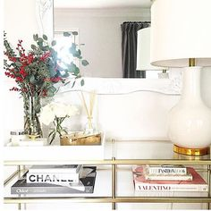 Cream and #gold with a little #festive cheer at @meganrunionmcr's #home! #regram #SMPLoves by smpliving