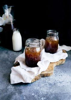 The Only Homemade Cold Brew Coffee Recipe You Need - Broma Bakery Homemade Cold Brew Coffee, Best Cold Brew Coffee, Cold Brew Coffee Recipe, Cold Brew Coffee Maker, Coffee Creamer, Iced Coffee, Broma Bakery, Italian Roast, How To Make Ice Coffee