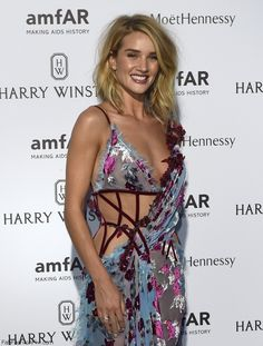 Rosie Huntington-Whiteley wearing Versace dress at amfAR dinner during Paris Fashion Week Haute Couture (July 2015). #rosiehuntington
