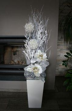 Luxusní vánoční dekorace s magnoliemi